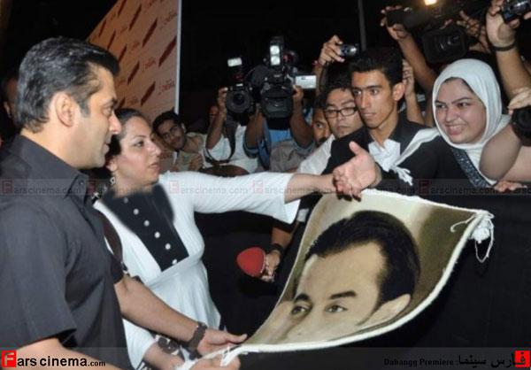 یک دختر ایرانی به سلمان خان تابلو فرش هدیه داد