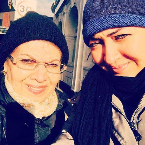 سلفی نیکی کریمی و مادرش در لندن