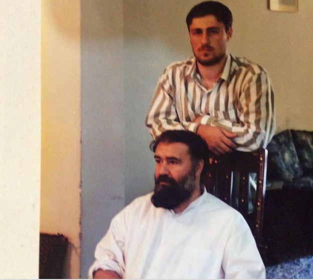 سید حسن خمینى در کنار پدر