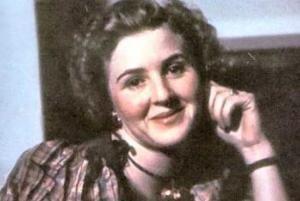 هیتلر و زنی که پیش مرگش شد تصاور