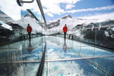 پیاده روی بسیار هیجان انگیز بر فراز یخچالهای طبیعی کانادا تصاویر