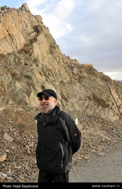 عکس های جدید از کوهنوردی رئیس جمهور روحانی و برخورد با مردم