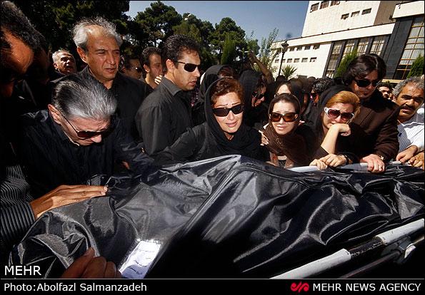 تشییع پیکر مرحوم نادیا دلدار گلچین با حضور بازیگران  تصاویر