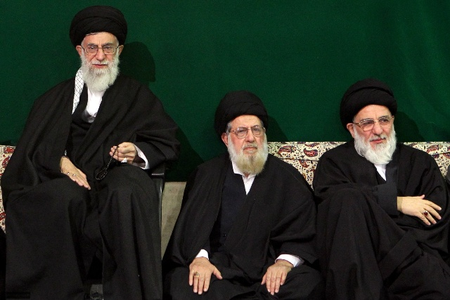 عکس/ رهبر انقلاب در کنار برادر بزرگتر