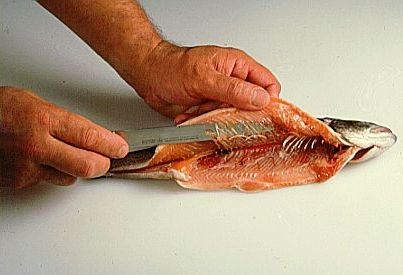 آموزش پاک کردن ماهی قزل آلا ( تصویری )
