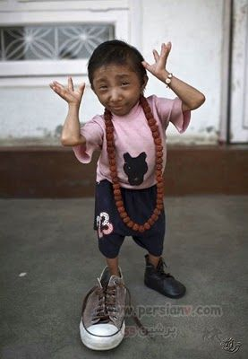 عکسهای دیدنی کوچکترین مرد جهان ۲۲ سانتی