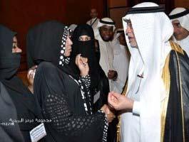 تصاویر دست دادن زنان نقاب دار با وزرا!