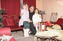 عکس و گفتگو ایرج نوذری و دخترانش