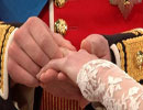 کیک عروسی و حلقه ازدواج عروس نوه ملکه بریتانیا.jpg