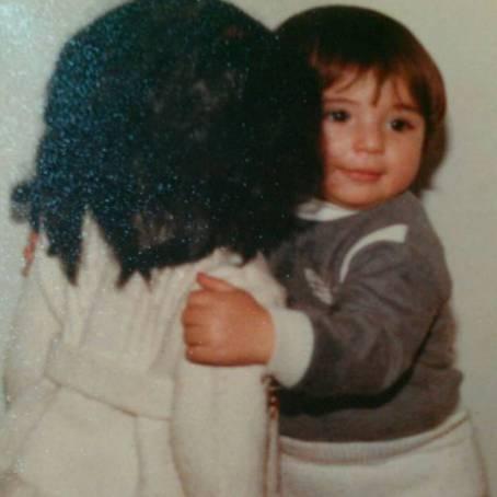 خاطره بازی نیوشا ضیغمی با عروسکی که از خودش هم بزرگتر است !