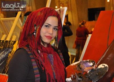 عکس متفاوت ملیکا شریفی نیا در حال نقاشی کشیدن