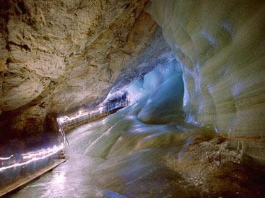 از غارهای یخی شگفت انگیز در اتریش تصاویر