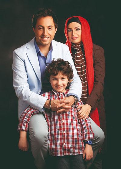 امیر حسین رستمی در کنار همسر و فرزندش