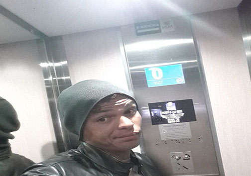 بازیکن مشهور برزیلی در آسانسور گیر کرد