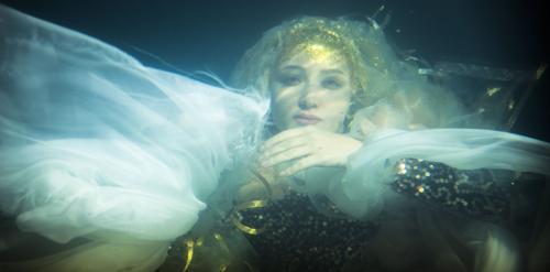 یک بازیگر زن: من اولین پری دریایی سینمای ایران هستم عکس
