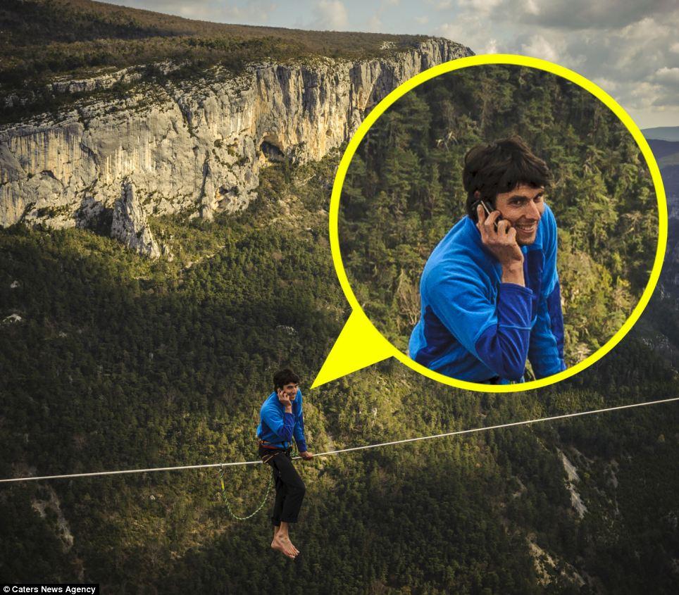 مکالمه تلفنی بندباز جسور در ارتفاع 300 متری! تصاویر