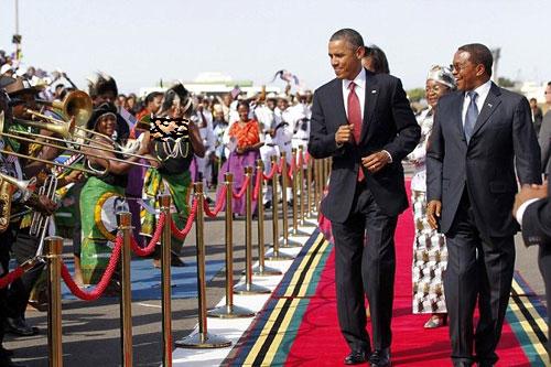 حرکات موزون اوباما در تانزانیا در یک مراسم بسیارغیررسمی