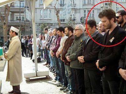 بازیگر معروف سریال های ترکیه ای در صف اول نمازجماعت