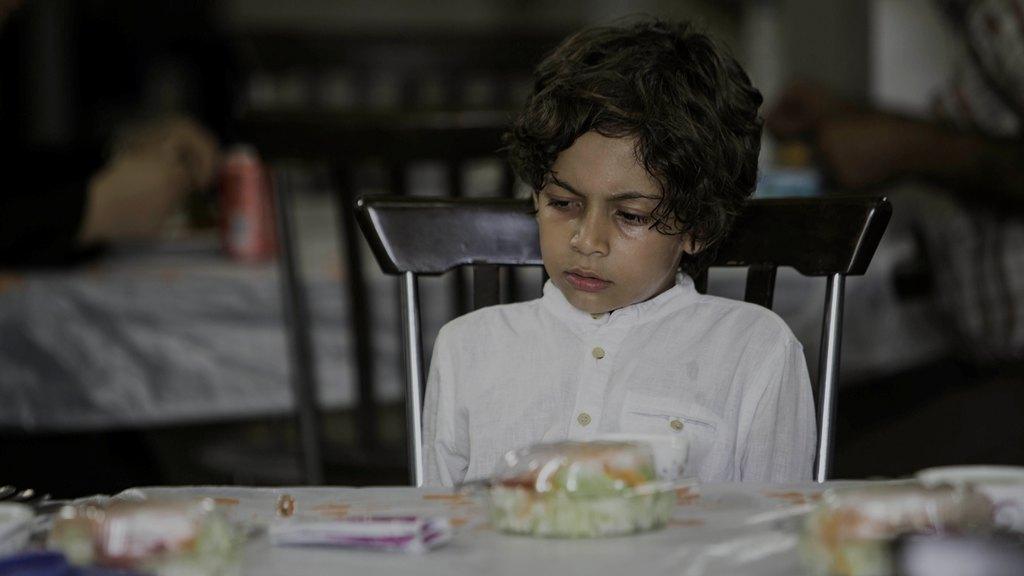 بازی پسر کامران نجف زاده در فیلم شکاف و حضور وی در مراسم اکران فیلم پسرش