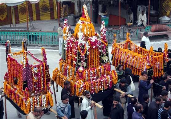 مردم هند در روز عاشورا چه رسومی را اجرا میکنند؟