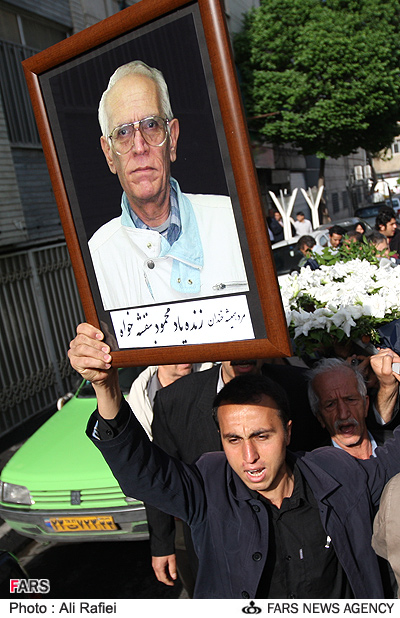 عکس : مراسم تشییع پیکر محمود بنفشه خواه با حضور هنرمندان سینما وتلویزیون