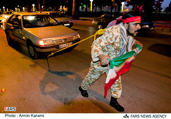 حمید قلندر پور جوان کرمانشاهی خودروی پژو را هفت کیلومتر با موی سر کشید