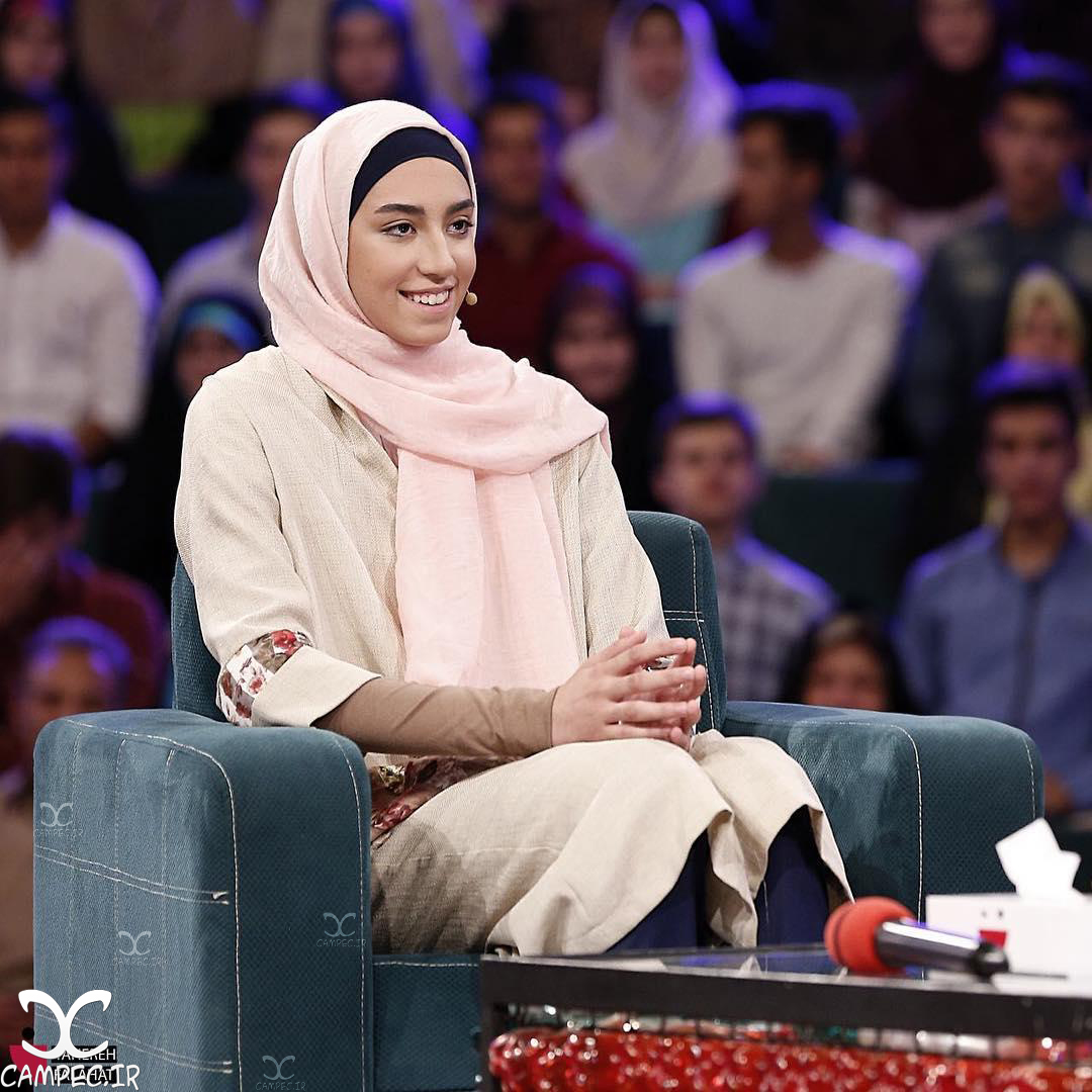 حضور کیمیا علیزاده و خانواده اش در برنامه خندوانه