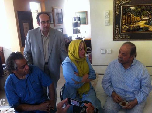عکس های عیادت هنرمندان از محمد علی کشاورز در منزلش