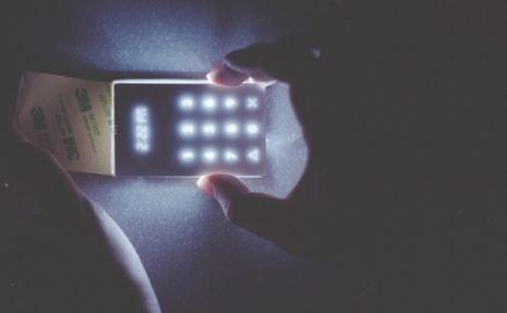 موبایلی که دشمن همه گوشیهای هوشمند است! عکس