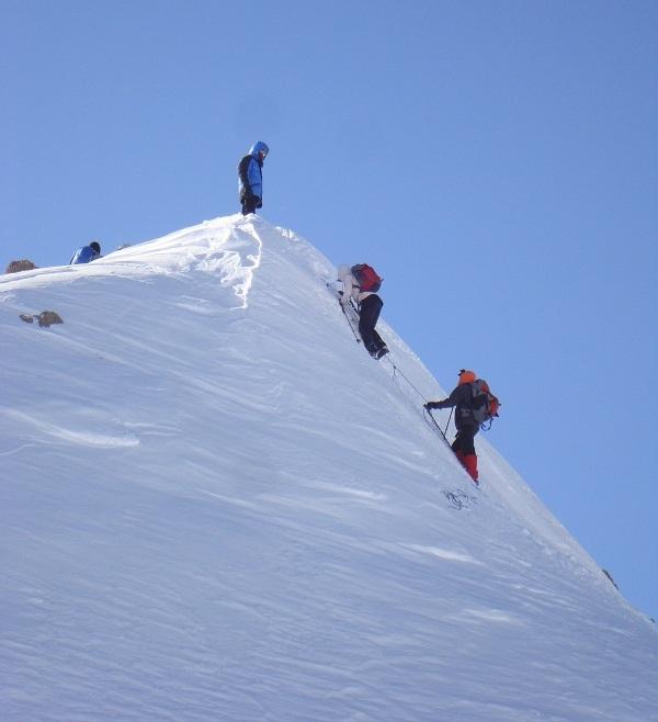 قله خرسنگ,را باید حتما از نزدیک ببینید