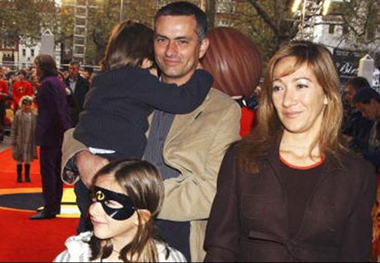 مورینیو وخالکوبی نام همسر و فرزندانش روی مچ دستش