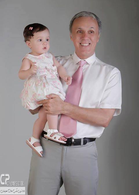 عکس دختر ترانه علیدوستی در بغل پدر بزرگش